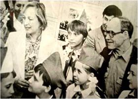 Гости музея —народные артисты СССР Клара Лучко и Михаил Глузский
